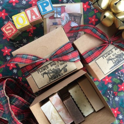 Giftbox – six assorted soaps – handmade, palm oil free Image